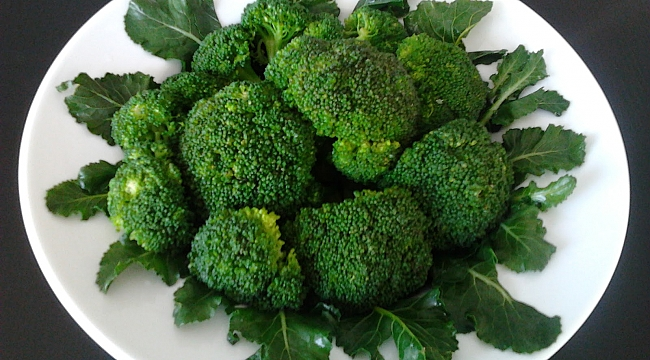 Brokolili kış salatası