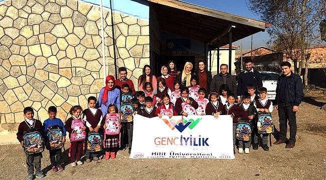 Genç iyilik kulübünden köy okuluna yardım