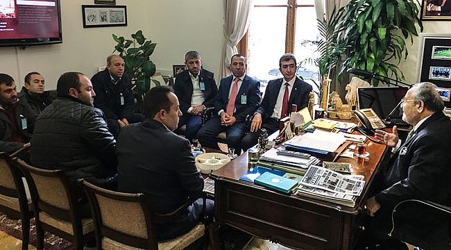 İskilip MHP Salim Uslu'yu ziyaret etti