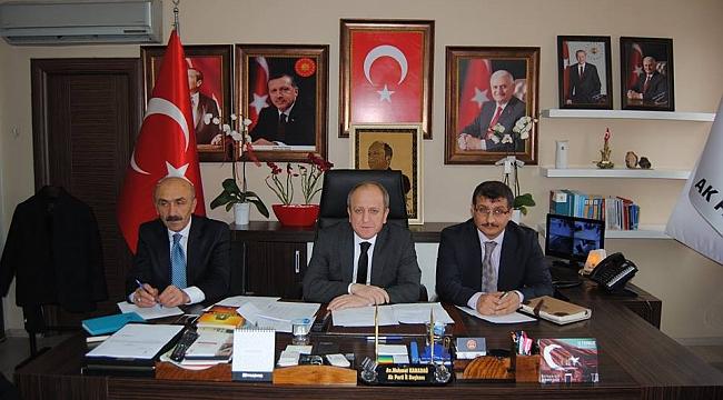 Karadağİlçe Başkanlarıyla istişare toplantısı yaptı