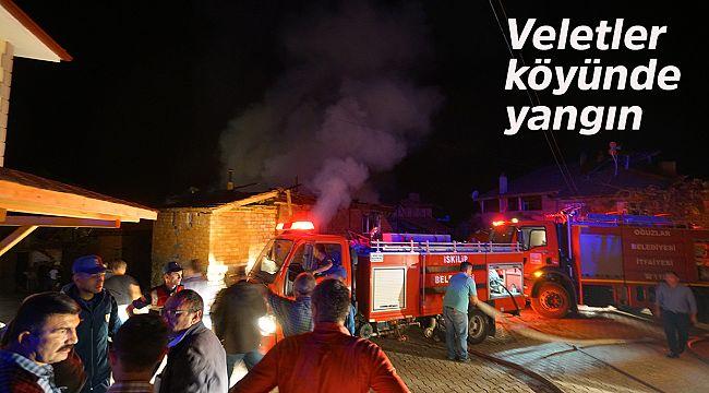 Veletler köyündeki yangında 2 ev yandı
