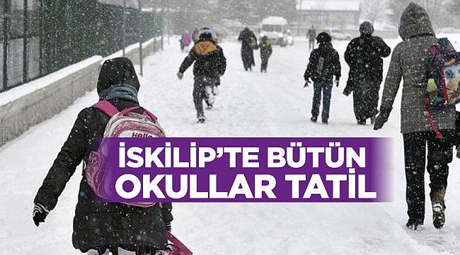 İskilip'te kar nedeniyle bütün okullar tatil edildi