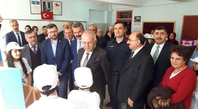 İskilip Erenler Cumhuriyet Ortaokulunun TÜBİTAK 4006 Bilim Fuarı açıldı
