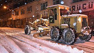Yoğun kar yağışının ardından belediye seferber oldu