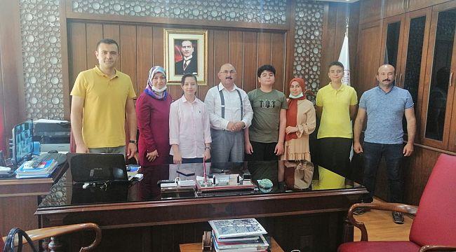 LGS'de derece yapanlar milli eğitim müdürünü ziyaret etti
